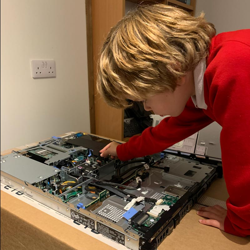 Image of Install of Internal SD Card Into a Dell PowerEdge R330
